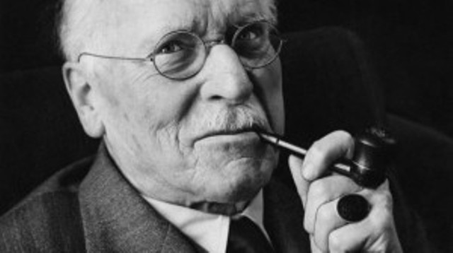 Carl-Jung_Pipe